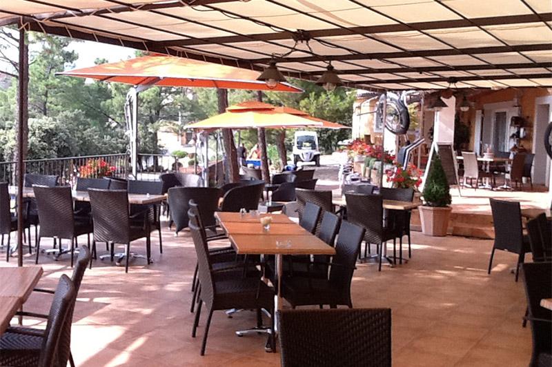 Camping ventoux b doin la garenne bungalow mobilhomes la for Restaurant bastille terrasse